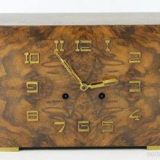 Relojes de carga manual: RELOJ DE SOBREMESA EN MADERA Y LATON. ESTILO ART DECO. SIGLO XX.. Lote 104331687