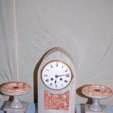 Relojes de carga manual: RELOJ DE SOBREMESA EN MÁRMOL CON GUARNICIÓN. Lote 56715163