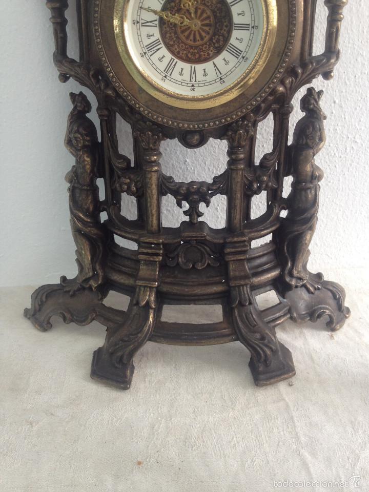 Relojes de carga manual: RELOJ Y DOS CANDELABROS - Foto 5 - 56871078