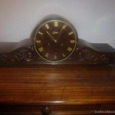 Relojes de carga manual: RELOJ DE SOBREMESA DE MADERA. Lote 56957957