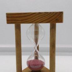 Relojes de carga manual: RELOJ DE ARENA VINTAGE EN MADERA Y CRISTAL SOPLADO, FORMAS TRIANGULARES .. Lote 56988270