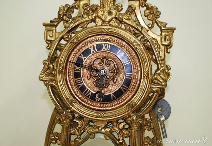 Relojes de carga manual: RELOJ ANTIGUO DE BRONCE Y CANDELABROS - Foto 8 - 57115434