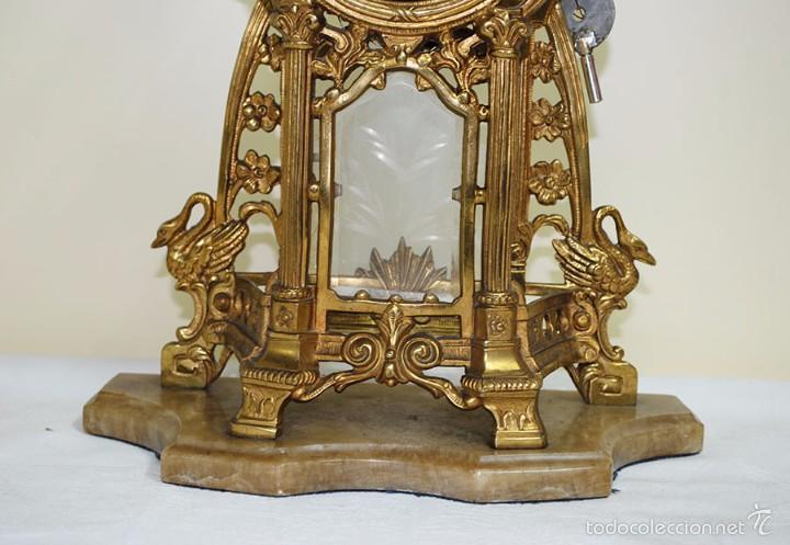 Relojes de carga manual: RELOJ ANTIGUO DE BRONCE Y CANDELABROS - Foto 9 - 57115434