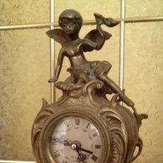 Relojes de carga manual: PRECIOSO RELOJ ANTIGUO DE SOBREMESA EN BRONCE MACIZO CON UN ANGEL Y MAQUINARIA CUARZO. Lote 57207776