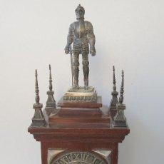 Relojes de carga manual: RELOJ DE SOBREMESA EN MADERA Y PLATA DE LEY DECADA 1960 - MAQUINARIA KIENZLE. Lote 209383415