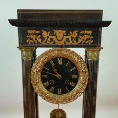 Relojes de carga manual: RELOJ DE SOBREMESA EN MADERA POLICROMADA CON REMATES EN LATON. SIGLO XIX-XX. . Lote 61234859