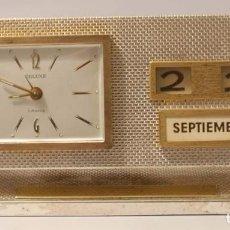 Relojes de carga manual: RELOJ DESPERTADOR SOBREMESA O DESPACHO CON CALENDARIO PERPETUO MARCA DELUXE.. Lote 61762764