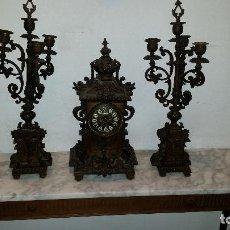 Relojes de carga manual: ANTIGUO RELOJ DE BRONCE CON CANDELABROS. Lote 51187239