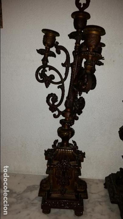 Relojes de carga manual: ANTIGUO RELOJ DE BRONCE CON CANDELABROS - Foto 13 - 51187239