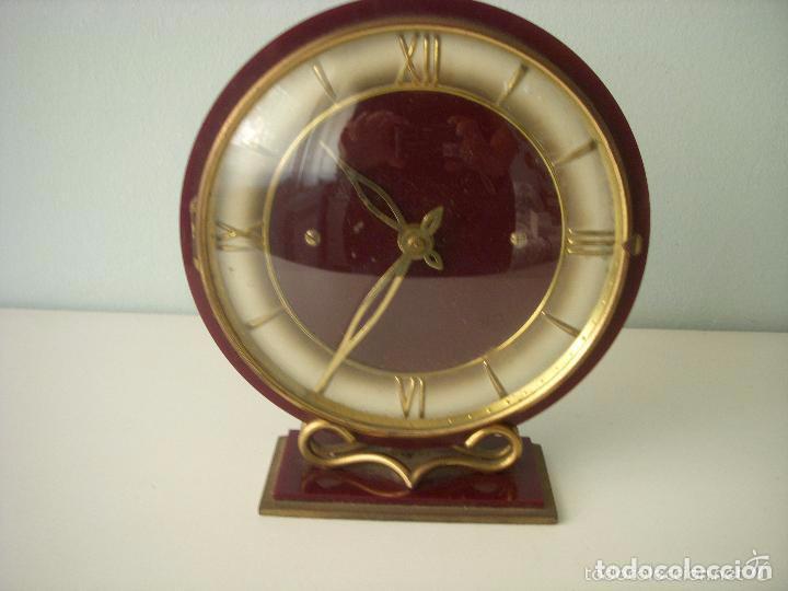 ANTIGUO Y PRECIOSO RELOJ DE SOBREMESA, CARGA MANUAL, FUNCIONA PERFECTAMENTE (Relojes - Sobremesa Carga Manual)