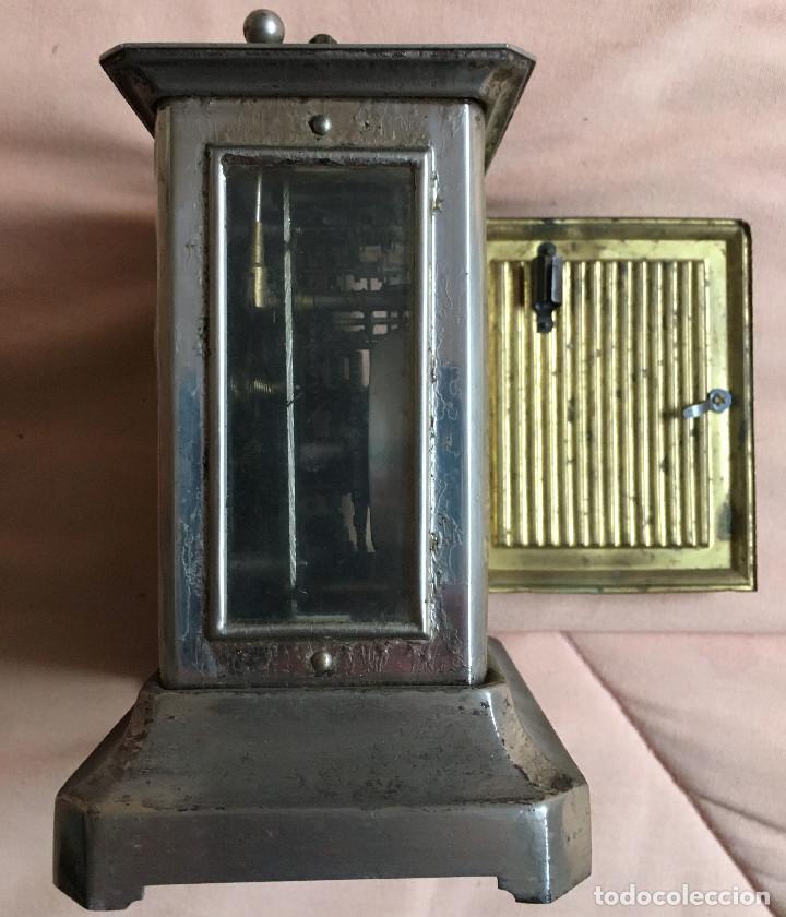 Relojes de carga manual: ANTIGUO RELOJ DE CARRUAJE CON NUMEROS GRUESOS DOS ESFERAS DORADO PLATEADO / VER FOTOS - Foto 3 - 67992257