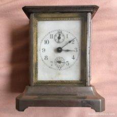 Relojes de carga manual: ANTIGUO RELOJ DE CARRUAJE CON NUMEROS ESTANDAR DOS ESFERAS DORADO PLATEADO / VER FOTOS. Lote 67992277