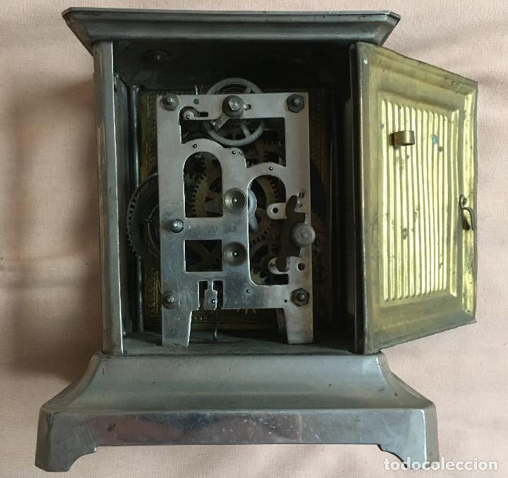 Relojes de carga manual: ANTIGUO RELOJ DE CARRUAJE CON NUMEROS ROMANOS Y DOS ESFERAS DORADO PLATEADO / VER FOTOS - Foto 2 - 67992301
