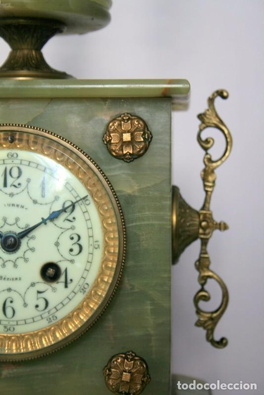 Relojes de carga manual: Antiguo reloj francés con candelabros de onix. - Foto 3 - 69696545