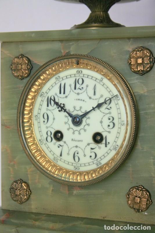 Relojes de carga manual: Antiguo reloj francés con candelabros de onix. - Foto 4 - 69696545