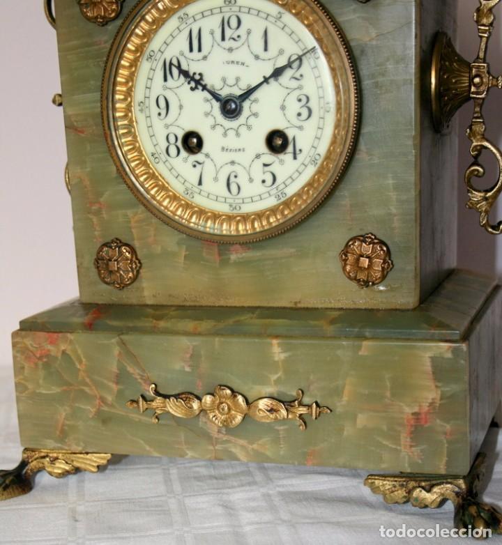 Relojes de carga manual: Antiguo reloj francés con candelabros de onix. - Foto 5 - 69696545