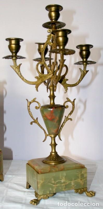 Relojes de carga manual: Antiguo reloj francés con candelabros de onix. - Foto 6 - 69696545