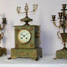 Relojes de carga manual: ANTIGUO RELOJ FRANCÉS CON CANDELABROS DE ONIX.. Lote 69696545