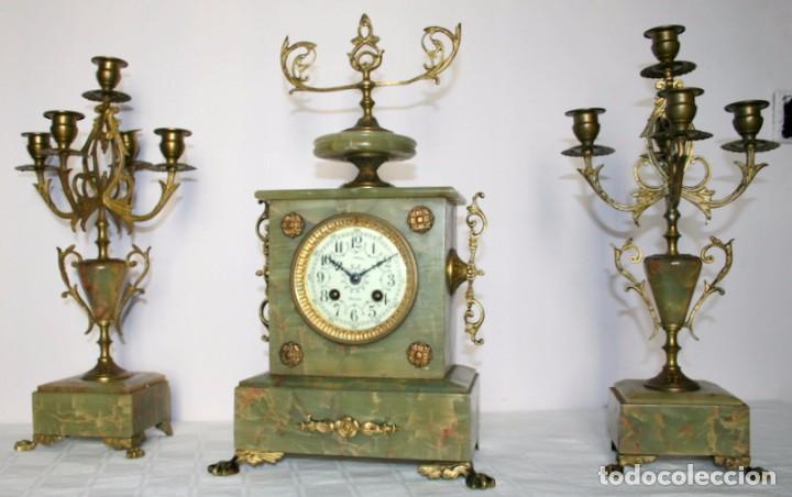 Relojes de carga manual: Antiguo reloj francés con candelabros de onix. - Foto 11 - 69696545