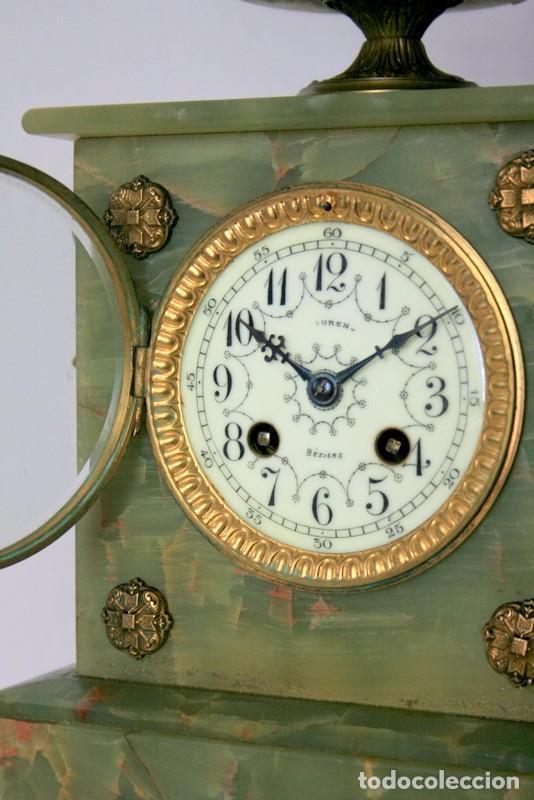 Relojes de carga manual: Antiguo reloj francés con candelabros de onix. - Foto 13 - 69696545