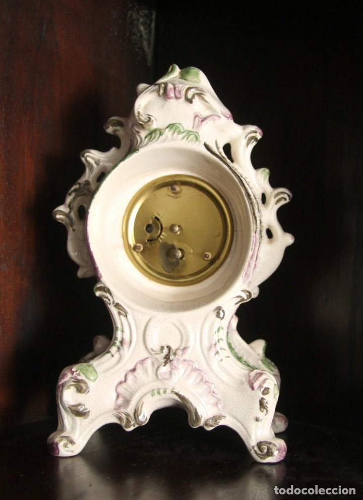 Relojes de carga manual: MAGNIFICO RELOJ DE SOBREMESA EN FINA PORCELANA DE BASSANO ITALIA FIRMADO Y NUMERADA EN LA BASE - Foto 2 - 70445421