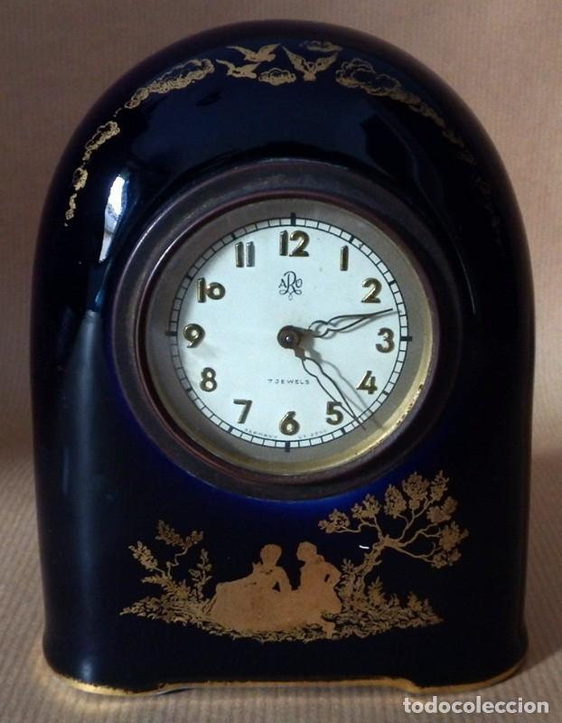 ANTIGUO RELOJ EN PORCELANA ROSENTHAL (Relojes - Sobremesa Carga Manual)
