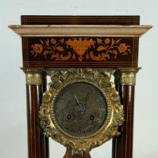 Relojes de carga manual: RELOJ DE SOBREMESA. ESTILO NAPOLEON III. MADERA Y REMATES EN LATON. SIGLO XIX.. Lote 72848203