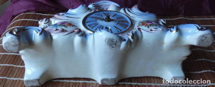 Relojes de carga manual: RELOJ DE PORCELANA DE SOBREMESA AÑOS 40 CON DESCORCHONES - Foto 4 - 73621363