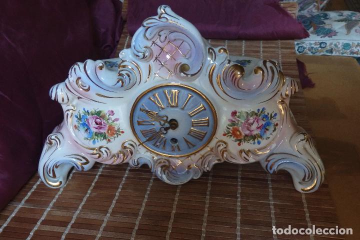 Relojes de carga manual: RELOJ DE PORCELANA DE SOBREMESA AÑOS 40 CON DESCORCHONES - Foto 5 - 73621363