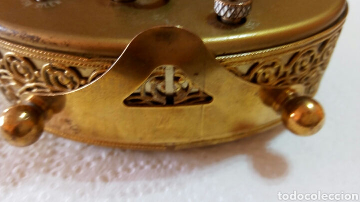 Relojes de carga manual: Antiguo reloj despertador dorado de sobremesa con alarma alemán marca Goldbuhl. Sobre 1950. Funciona - Foto 7 - 75123431