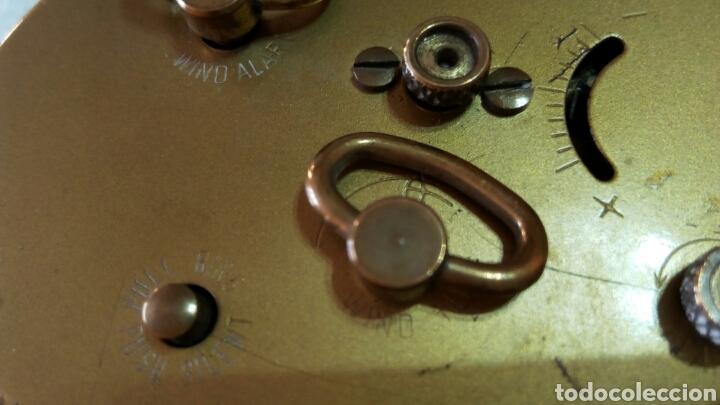 Relojes de carga manual: Antiguo reloj despertador dorado de sobremesa con alarma alemán marca Goldbuhl. Sobre 1950. Funciona - Foto 8 - 75123431