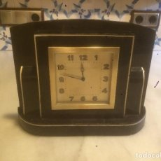 Relojes de carga manual: ANTIGUO RELOJ DE SOBREMESA ART DECO EN BAQUELITA NEGRA AÑOS 40 FUNCIONANDO. Lote 77599625