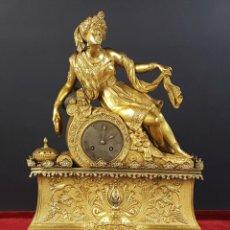 Relojes de carga manual: RELOJ DE SOBREMESA EN BRONCE DORADO. ESTILO IMPERIO. EL RELOJ FUNCIONA. SIGLO XIX.. Lote 77693493