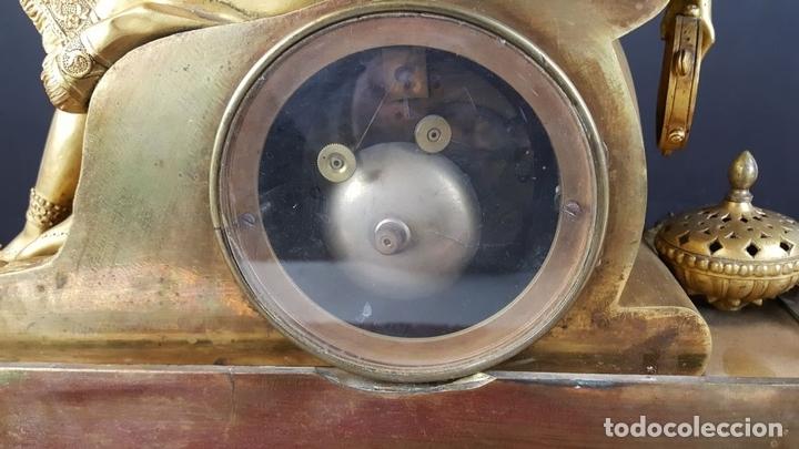 Relojes de carga manual: RELOJ DE SOBREMESA EN BRONCE DORADO. ESTILO IMPERIO. EL RELOJ FUNCIONA. SIGLO XIX. - Foto 28 - 77693493