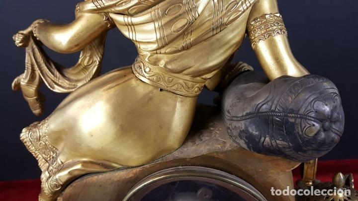 Relojes de carga manual: RELOJ DE SOBREMESA EN BRONCE DORADO. ESTILO IMPERIO. EL RELOJ FUNCIONA. SIGLO XIX. - Foto 30 - 77693493