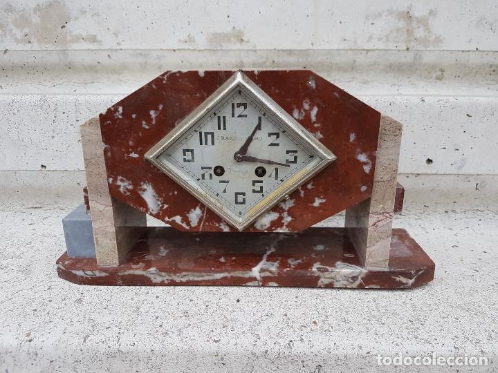 RELOJ DE CHIMENEA O SOBREMESA ART DECO ANTIGUO EN MARMOL ROJO,AÑOS 20 (Relojes - Sobremesa Carga Manual)