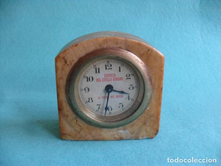 RELOJ SOBRE MESA AÑOS 50 PUBLICIDAD CERVEZA DEL CUELLO DORADO,MIDE 8 CM ALTO (Relojes - Sobremesa Carga Manual)