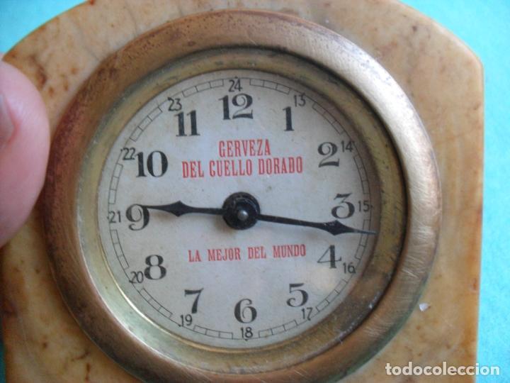 Relojes de carga manual: reloj sobre mesa años 50 publicidad cerveza del cuello dorado,mide 8 cm alto - Foto 2 - 83586528
