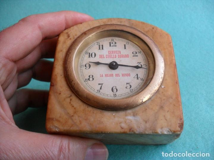 Relojes de carga manual: reloj sobre mesa años 50 publicidad cerveza del cuello dorado,mide 8 cm alto - Foto 3 - 83586528