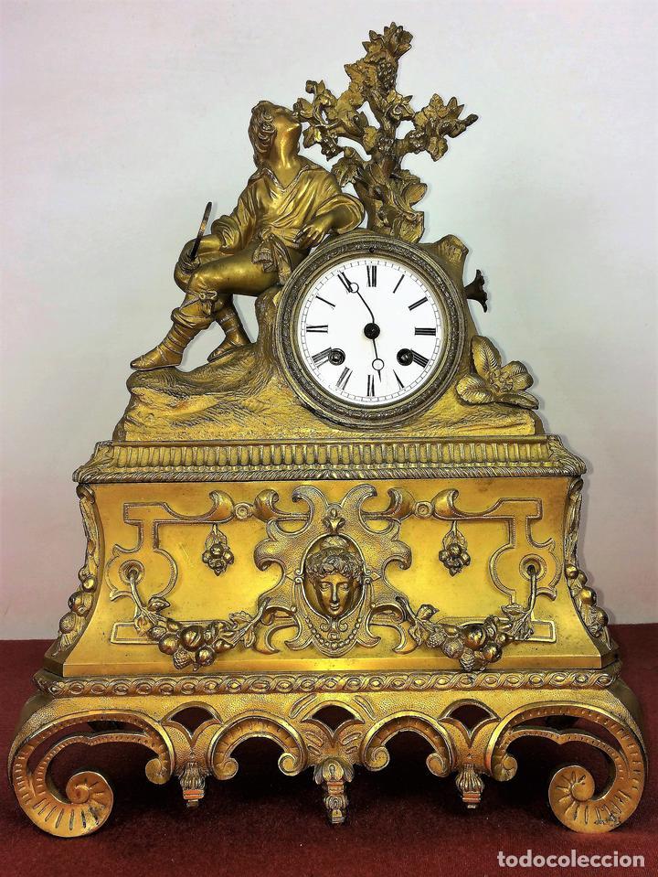 RELOJ DE REPISA. BRONCE DORADO. ESTILO NAPOLEÓN III. FRANCIA(?). CIRCA 1850 (Relojes - Sobremesa Carga Manual)