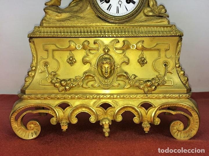 Relojes de carga manual: RELOJ DE REPISA. BRONCE DORADO. ESTILO NAPOLEÓN III. FRANCIA(?). CIRCA 1850 - Foto 4 - 84719384