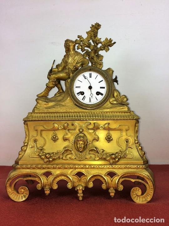 Relojes de carga manual: RELOJ DE REPISA. BRONCE DORADO. ESTILO NAPOLEÓN III. FRANCIA(?). CIRCA 1850 - Foto 8 - 84719384