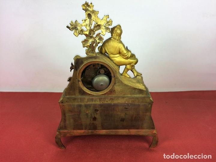 Relojes de carga manual: RELOJ DE REPISA. BRONCE DORADO. ESTILO NAPOLEÓN III. FRANCIA(?). CIRCA 1850 - Foto 9 - 84719384