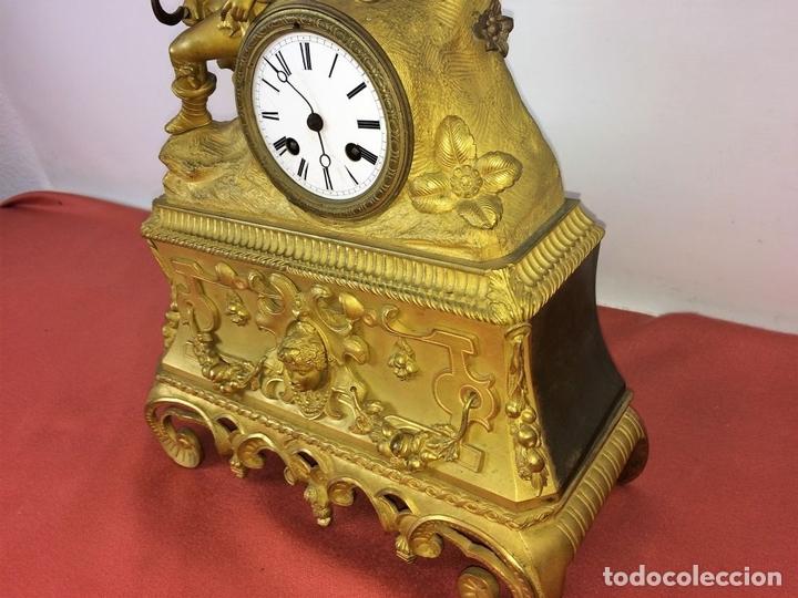 Relojes de carga manual: RELOJ DE REPISA. BRONCE DORADO. ESTILO NAPOLEÓN III. FRANCIA(?). CIRCA 1850 - Foto 14 - 84719384