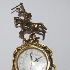 Relojes de carga manual: ANTIGUO RELOJ DE SOBREMESA DE BRONCE O LATON FUNCIONANDO. Lote 124588940