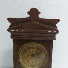 Relojes de carga manual: RELOJ DESPERTADOR DE CARRUAJE DE MADERA.. Lote 86293220