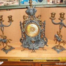 Relojes de carga manual: RELOJ CON 2 CANDELABROS-BRONCE. Lote 86588080