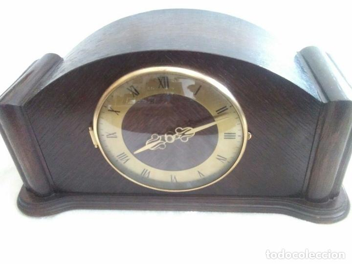 Relojes de carga manual: ANTIGUO RELOJ DE CHIMENEA CON UN GRAN CAJA DE MADERA FABRICADO EN HOLANDA - Foto 2 - 87118608