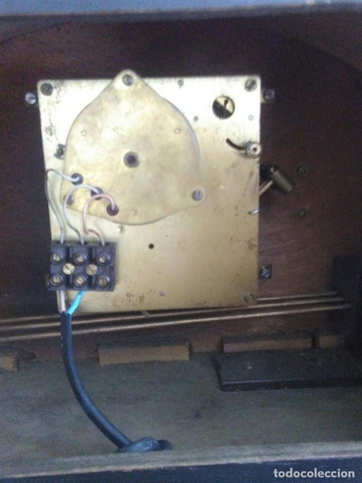 Relojes de carga manual: ANTIGUO RELOJ DE CHIMENEA CON UN GRAN CAJA DE MADERA FABRICADO EN HOLANDA - Foto 4 - 87118608