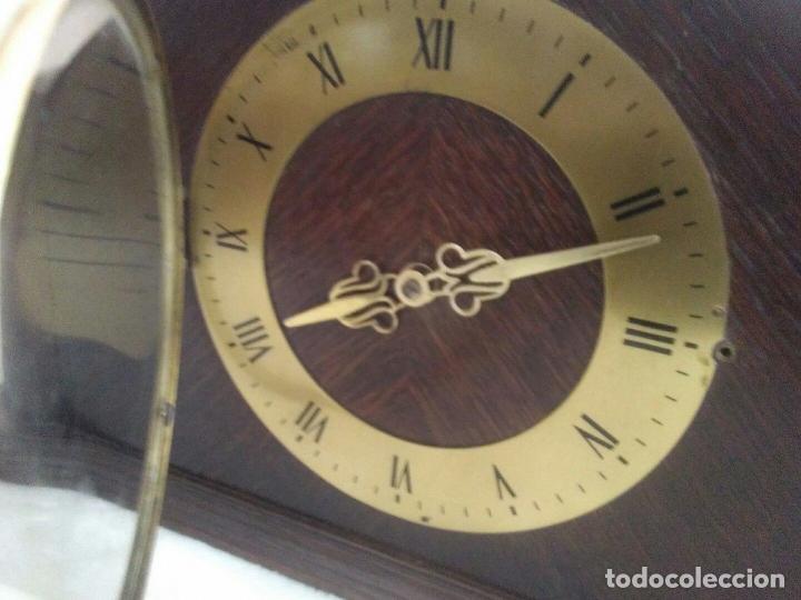 Relojes de carga manual: ANTIGUO RELOJ DE CHIMENEA CON UN GRAN CAJA DE MADERA FABRICADO EN HOLANDA - Foto 5 - 87118608